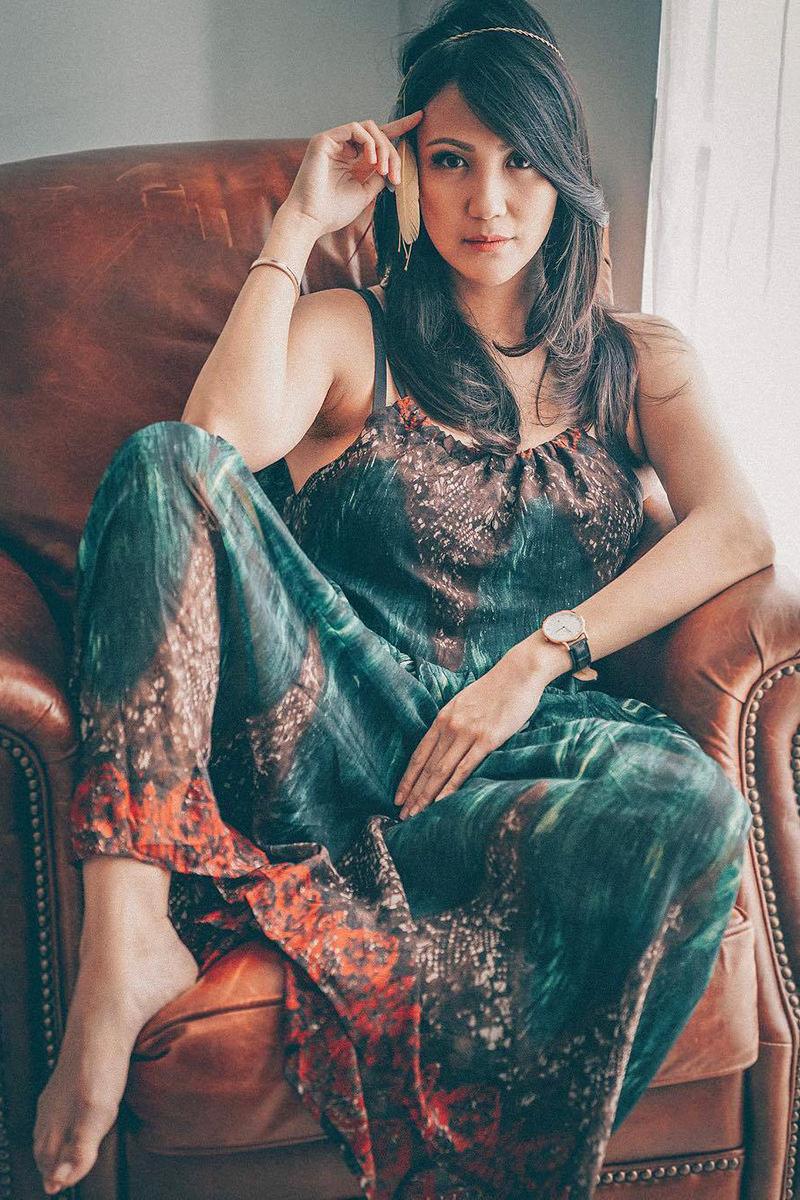 Sharena Gunawan Artis FTV seksi Ngangkang