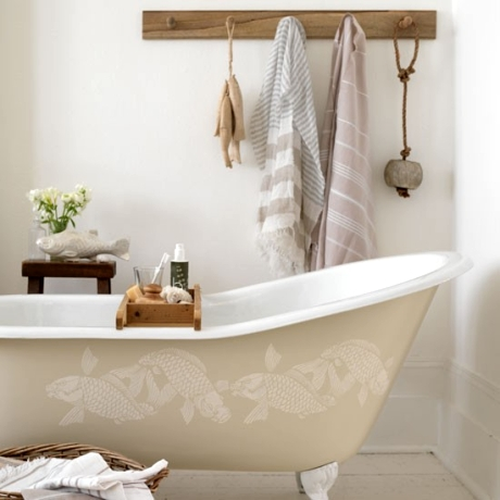 stencilled bathtub