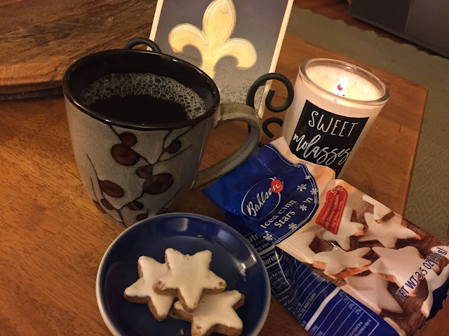 Bahlsen Iced Cinnamon Stars with a mug of tea from my Degusta Box