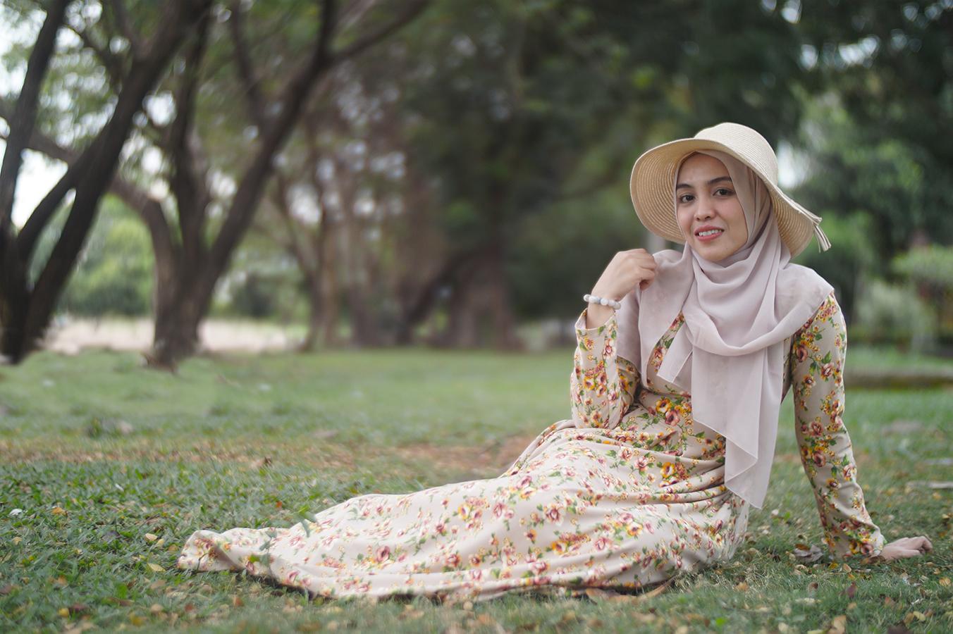 Cewek Hijab manis hunting model di Pantai Akkarena