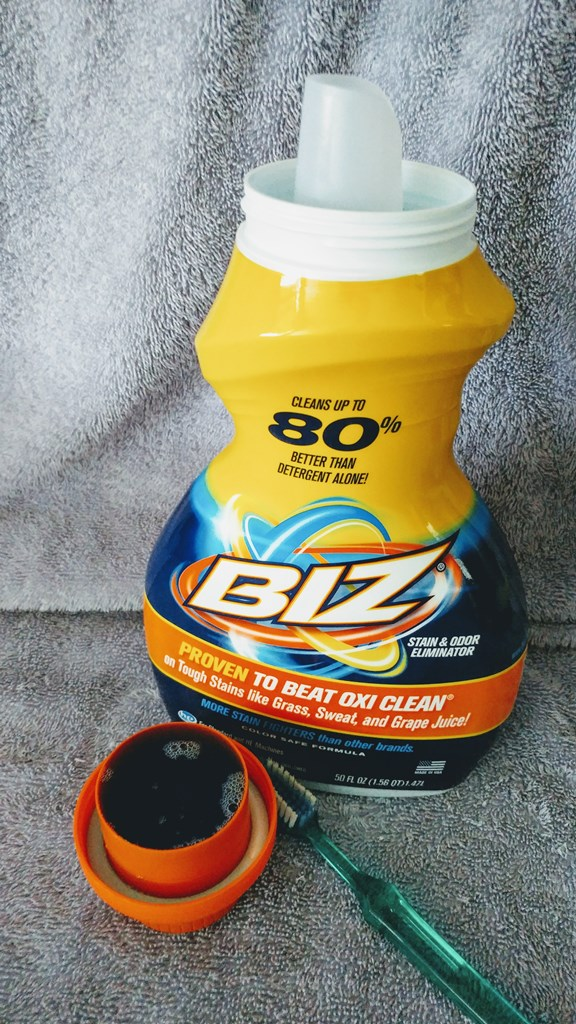 Easily remove makeup stains from wash cloths with Biz Stain Fighter #ad #brandambassador