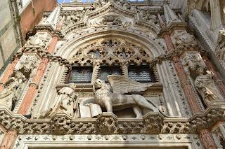 El Portal della carta del Palacio Ducal