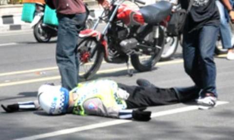 Atur Lalu Lintas, Polantas Padang Sidimpuan Ditabrak Sepeda Motor