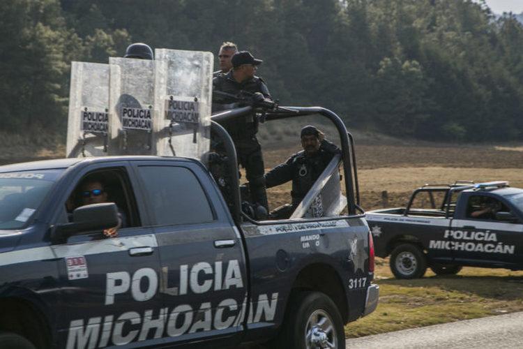 Policía Michoacán abate a sicarios al desmantelar narcocampamento; hay dos detenidos.