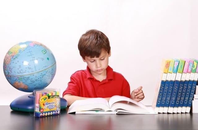 Didik anak untuk berpikir lebih kritis, ini bisa membuat anak semakin cerdas dan peka terhadap lingkungan