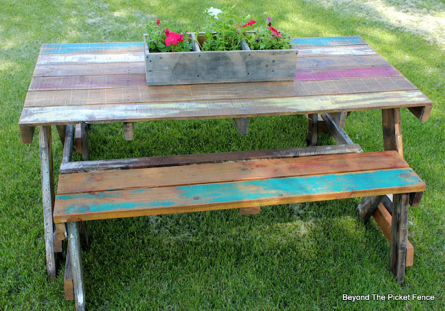 pallets, picnic table, build like a girl, reclaimed, outdoor space, summer barbecue, http://bec4-beyondthepicketfence.blogspot.com/2016/06/pallet-picnic-table.html