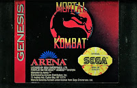Imagen que muestra el cartucho negro de Mortal Kombat para la Sega Genesis de 1993
