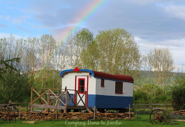 vakantiehuizenbourgogne, vakantie vieren in een pipowagen, pipowagen in frankrijk, mini camping in frankrijk, frankrijk pipowagen,