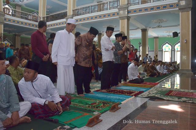 Presiden Jokowi Shalat Jum'at Di Masjid Baiturrahman Trenggalek