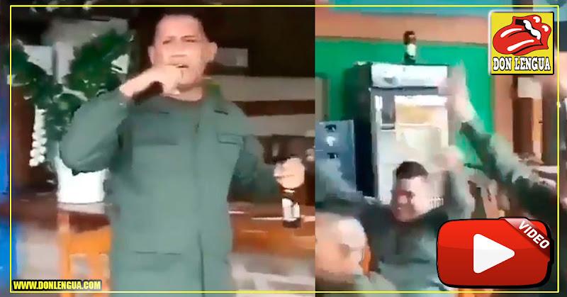 Militares chavistas alcoholizados protagonizan karaoke de locas
