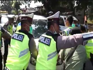 Polisi Tangkap Pengemudi yang Terobos Hadangan 10 Polisi