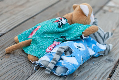 ... those tail holes  a must have for all beanie animals. and those un  hemmed edges were so ahead of the times that turned in to the now
