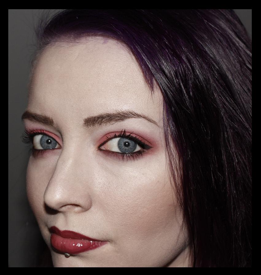 Madam Noire Makeup Studio: Trend: Red eyeshadow