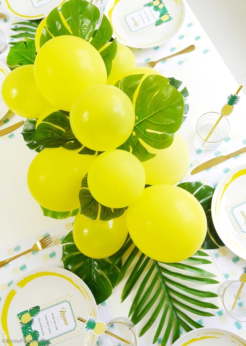 Diy balloon fronds tropical party centerpiece