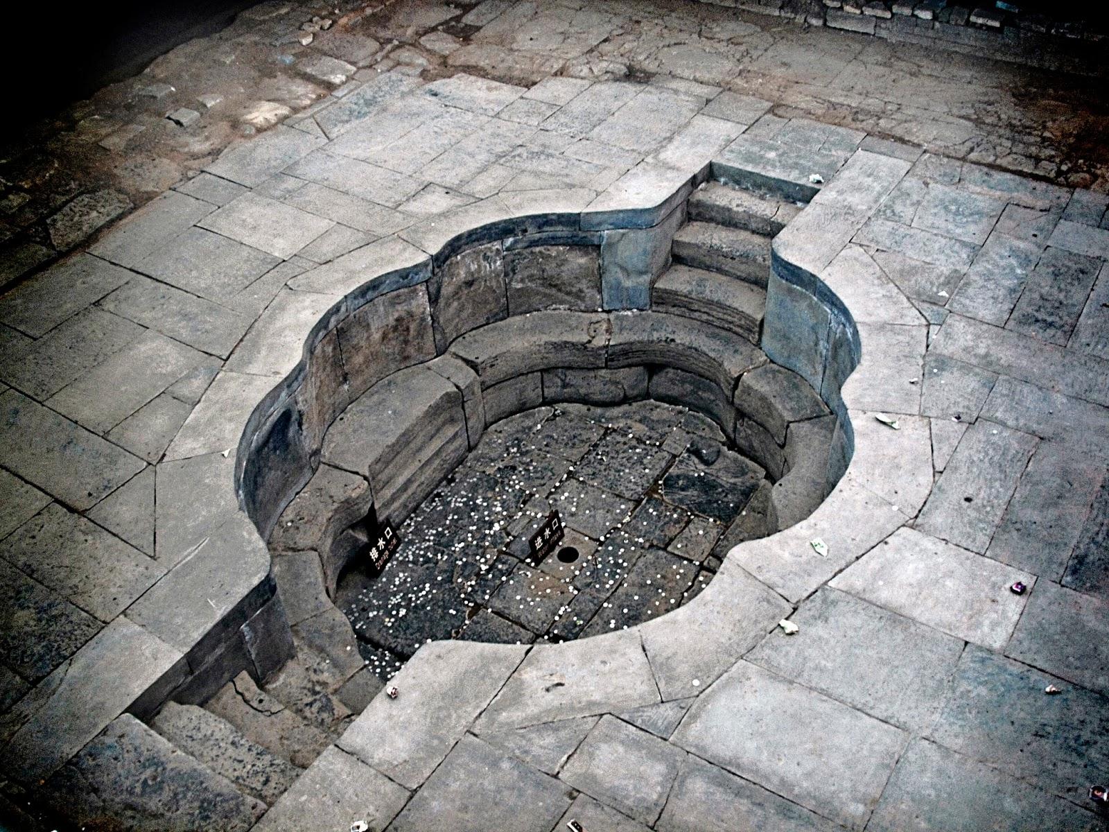 Foto de uma fonte termal onde o imperador e a concubina saciavam seus desejos