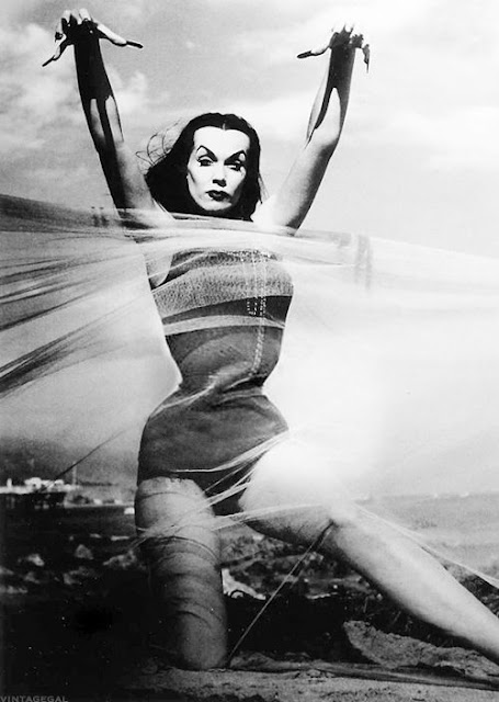 vampira-maila-nurmi-at-beach-tulle