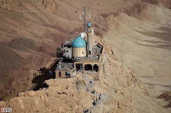 Masjid Atas Gunung Yang Menakjubkan Di Iran