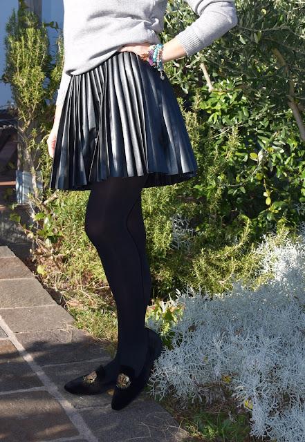 outfit gonna pelle nera a pieghe come abbinare la gonna nera a pieghe mariafelicia magno fashion blogger colorblock by felym fashion blogger italiane blog di moda outfit invernali