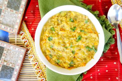 Masala Oats, Lentil oats porridge, Khichdi, healthy Indian recipe