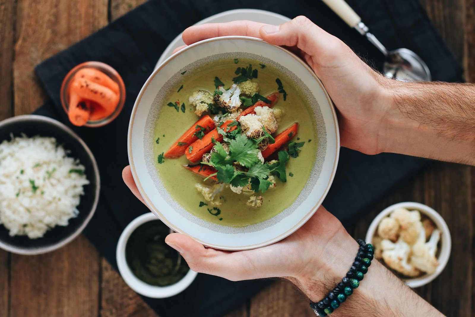 zielone tajskie curry z pieczonym kalafiorem