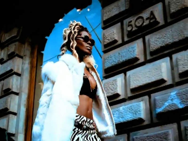 Celia Cruz - ¨La Negra tiene tumbao¨ - Videoclip - Dirección: Ernesto Fundora. Portal Del Vídeo Clip Cubano - 02