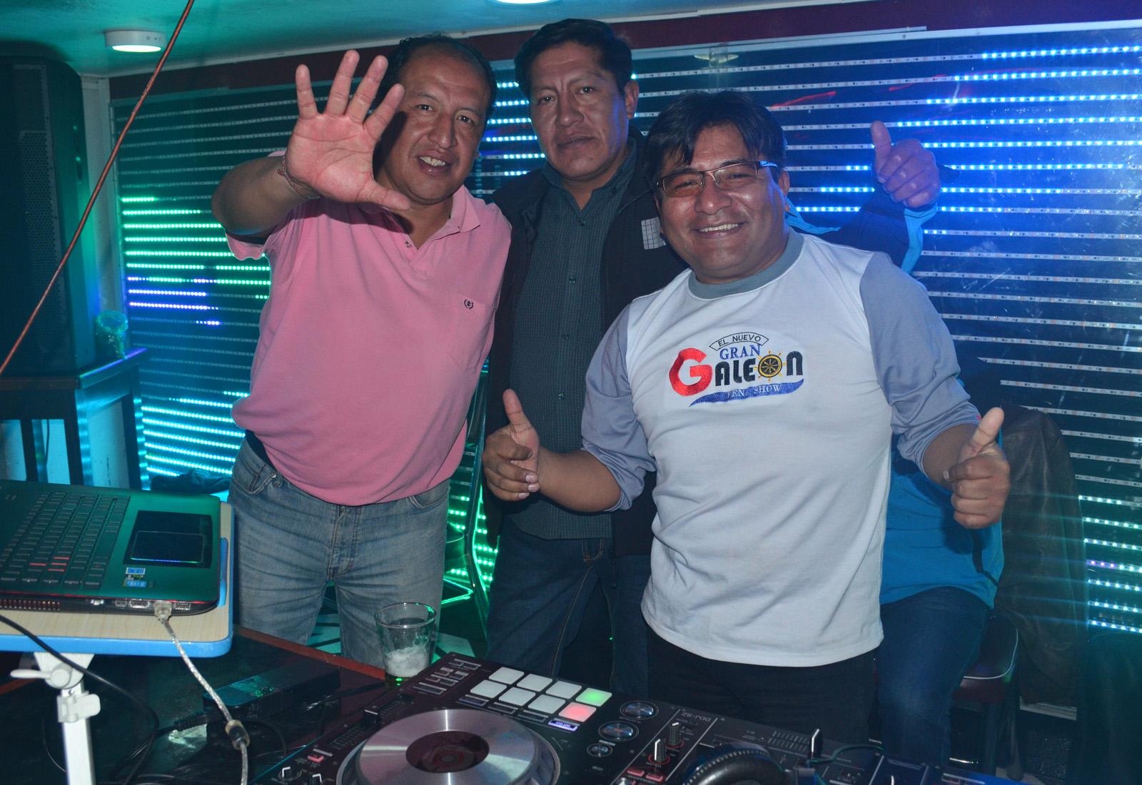 Willy Aquino junto a Julio Callisaya y David Quispe, ambos enganchadores / ALBERTO MEDRANO