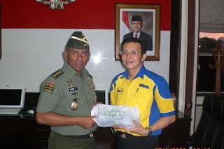 Sofian Tjandra bersama Jendral TNI George Toisutta