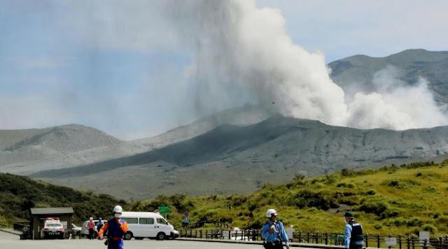 Gunung Aso dijepang Meletus