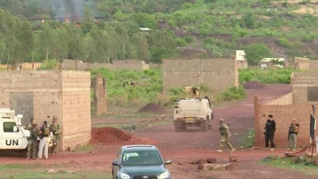 Gunmen storm tourist resort in Mali, take hostages