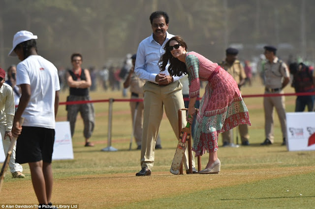 Kate Middleton and Prince William play cricket with Sachin