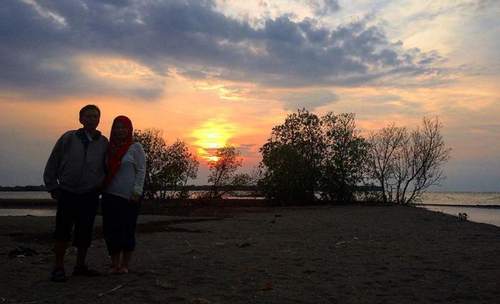 Wisata Bekasi Pantai Mekar,