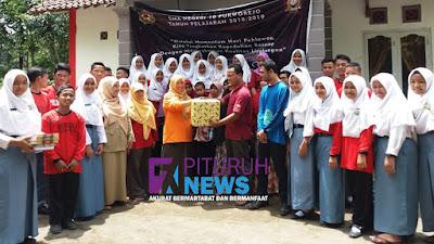 Peringati Hari Pahlawan, OSIS dan MPK SMA N 10 Purworejo adakan Bakti Sosial