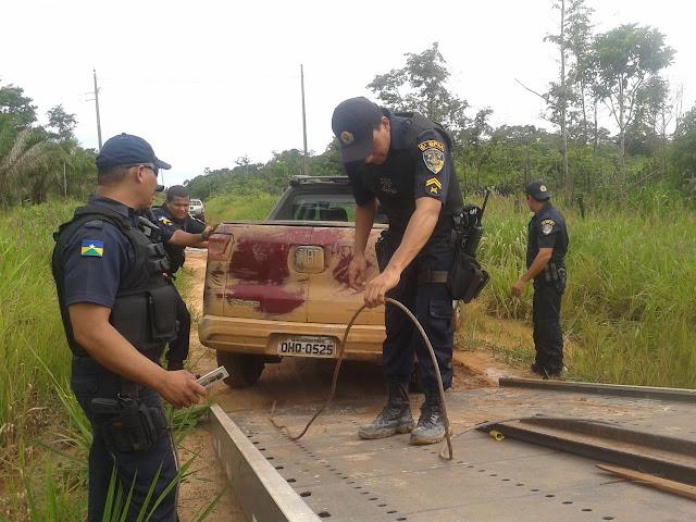 Policiais do 6º BPM recuperam veículo roubado as margens do rio