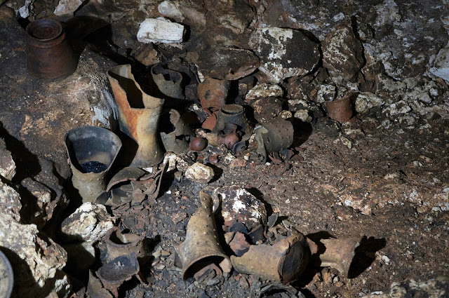 Cave with hundreds of Mayan objects discovered under Chichén Itzá