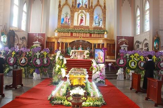 Ngày thứ Ba: Kính viếng và cầu nguyện cho Đức cha Phanxicô Xaviê Nguyễn Văn Sang - Ảnh minh hoạ 48