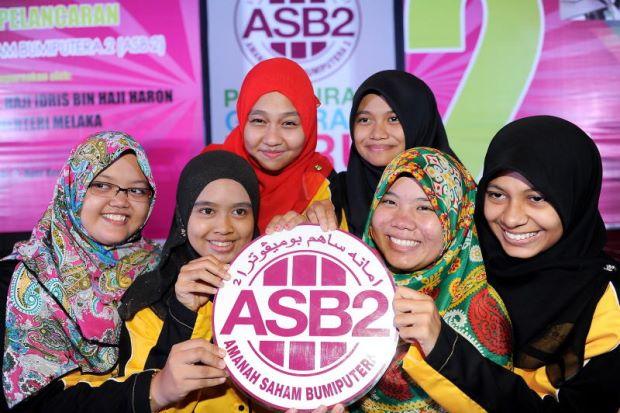 gambar gadis-gadis Melayu comel teruja main saham, mahasiswi terlampau sedang berasmara, nurse tunjuk kopek