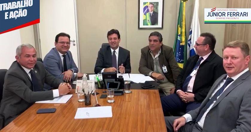 Júnior Ferrari entrega ao ministro da Saúde projeto que criar 150 novos leitos no HRBA