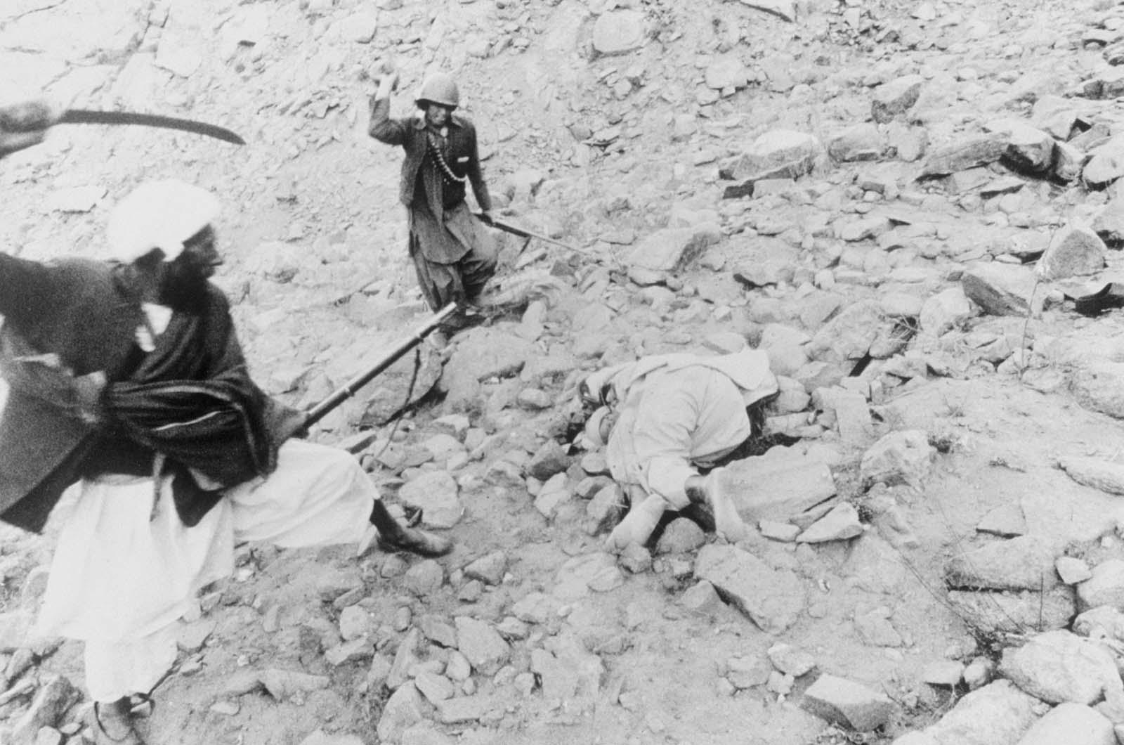 Ejecución de un traidor durante la guerra de Afganistán, 1980