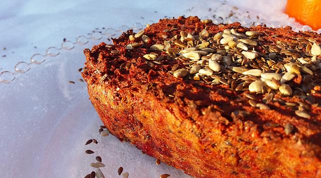Gluteenittomasta leipätaikinasta valmistuu myös sämpylät.