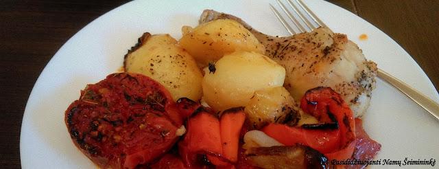 RECEPTAS: Keptos vištos blauzdelės su daržovėmis