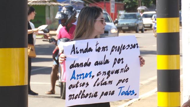 Professores estaduais em greve realizam protesto com camisetas pretas em Rondônia