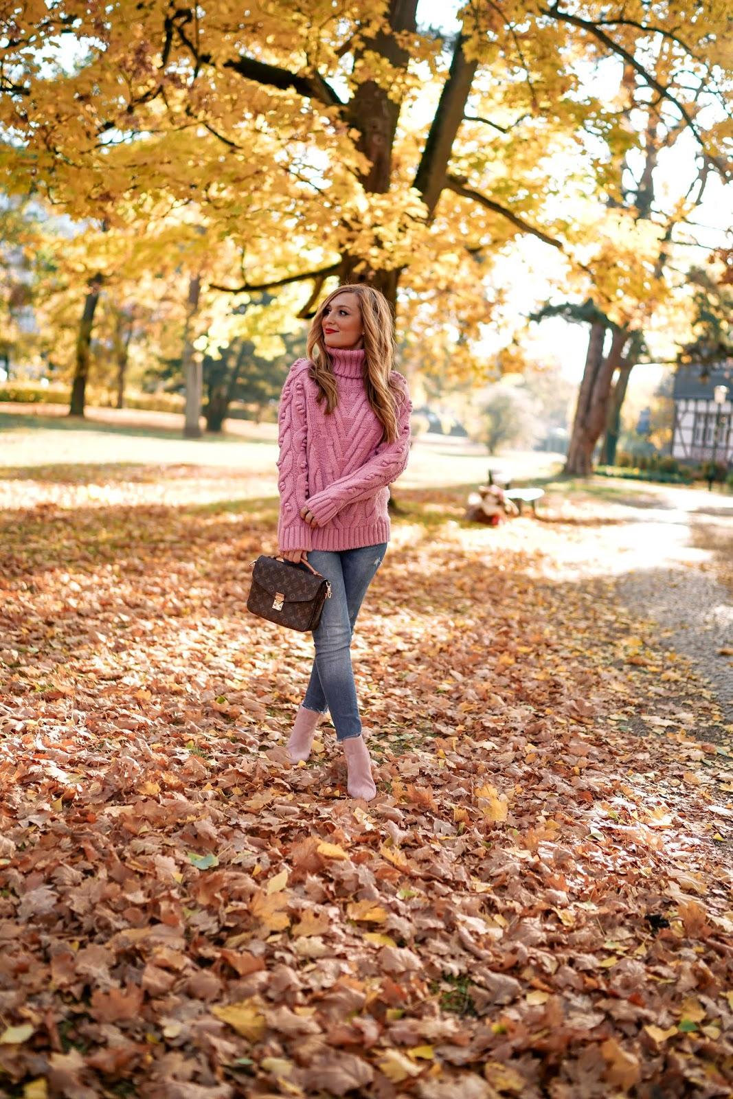 Rosa-rollkragenpullover-skinny-jeans-der-perfekte-herbstlook-was-ist-derzeit-im-trend-trend-outfit-Fashionstylebyjohanna
