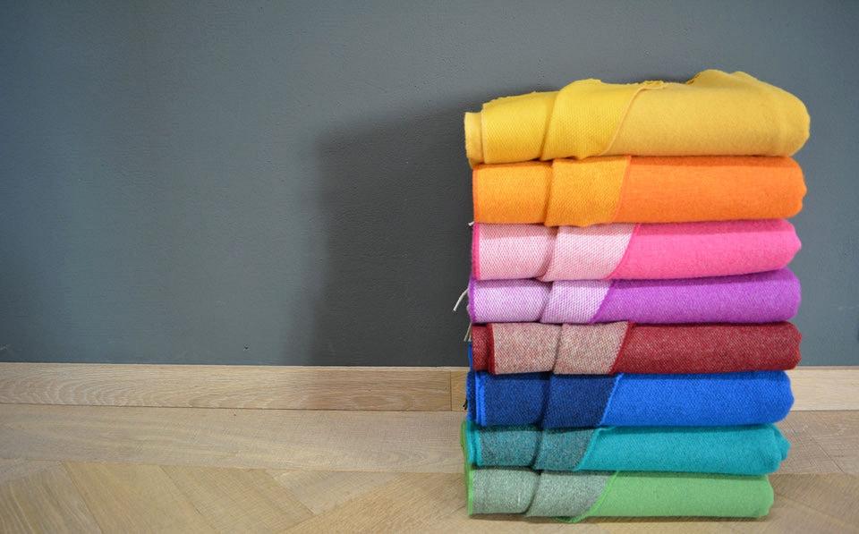 Kuschelige Plaids setzen farbenfrohe Akzente in allen Räumlichkeiten.