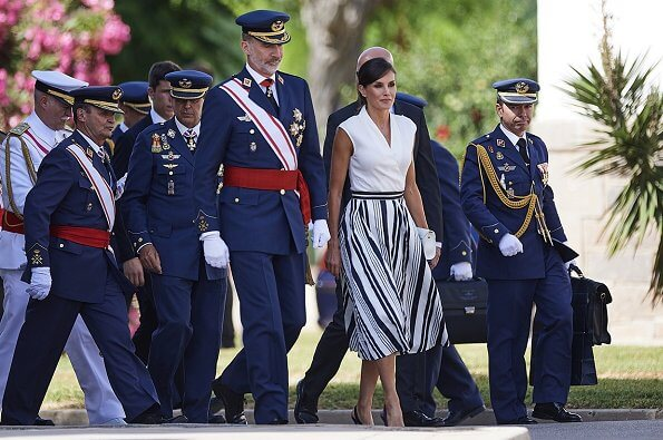 Queen Letizia wore Balenciaga Striped pleated crepe skirt and Carolina Herrera high heel slingback blue pumps