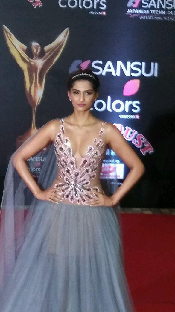 Sonam kapoor hot Stills at StarDust Awards 2016
