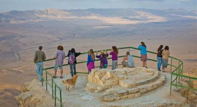 El desierto del Neguev ofrece múltiples actividades para los visitantes ávidos de aventuras. Agroturismo, trekking y hasta paseos en camello, un abanico de opciones que vale la pena conocer.
