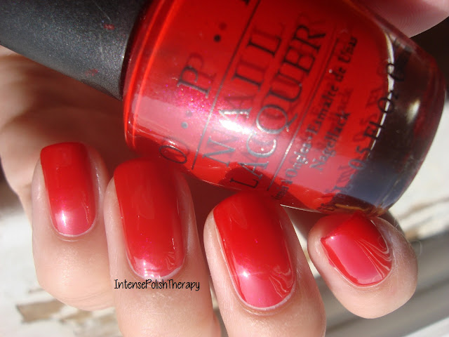 OPI - A Oui Bit of Red