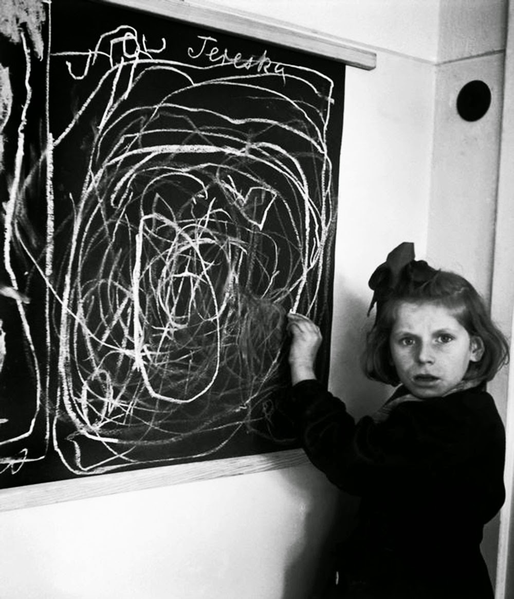 A Girl Who Grew Up In Concentration Camp Draws Picture Of Home Couldnt Draw White Wire For Obvious Reasons Colors Dont While Living Residence Disturbed Children 1948