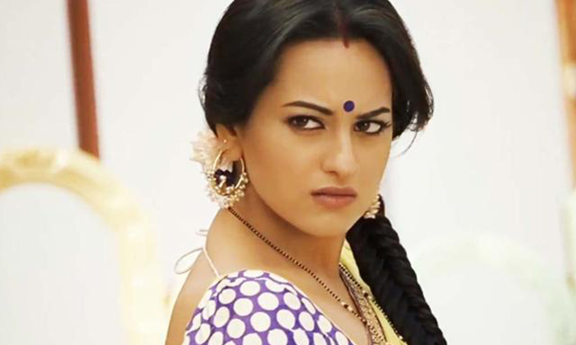 Sonakshi Sinha's Desi Look, Makeup tips, goals, fashion trends and style tips