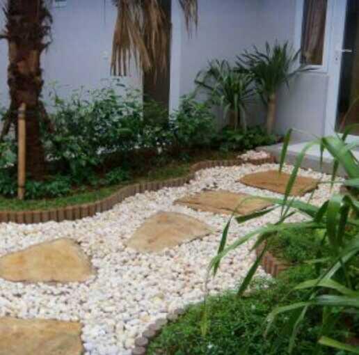 taman depan rumah minimalis lahan sempit mungil